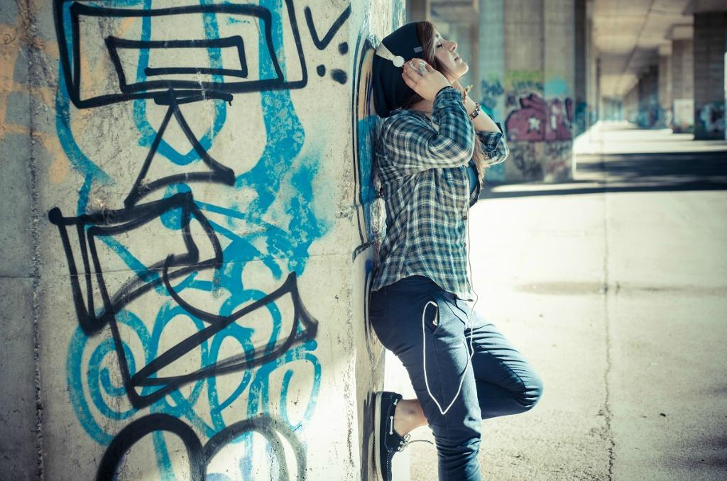 girl-headphones_sml-1-1